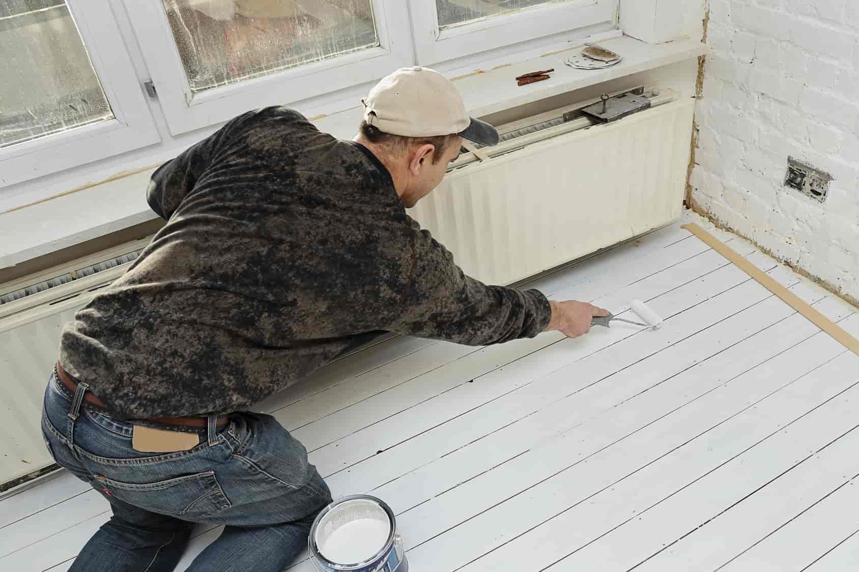 appliquer la peinture pour bois